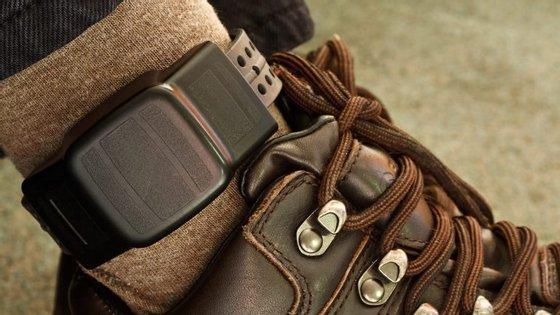 As pulseiras podem ser equipadas com sistema de localização por GPS ou funcionar por radiofrequência