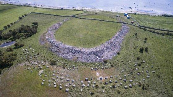 Sandby borg é uma aldeia sueca da idade do ferro (século V), na Suécia. As escavações arqueológicas encontraram vítimas de um massacre que mostram como viviam os escandinavos na época