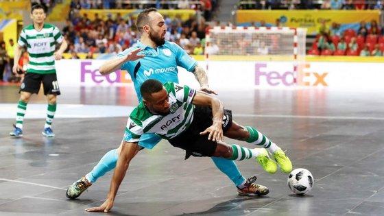 Ricardinho voltou a vencer o Sporting na final da UEFA Futsal Cup, num ano onde foi também campeão europeu de seleções