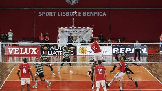 Triunfo por 25-23 no primeiro set empurrou Benfica para uma vitória que deixa a questão do título em aberto