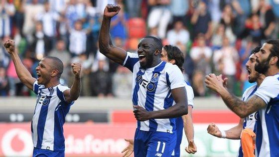 Golo de Marega aos 89' na Madeira colocou dragões a um empate de festejar triunfo no Campeonato