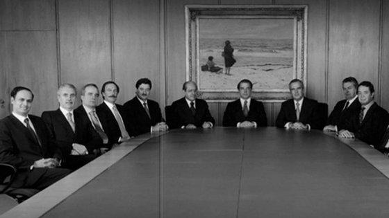 Fotografia oficial do Conselho de Administração do Banco Espírito Santo que consta do Relatório e Contas de 2001. Ricardo Salgado encontra-se ao centro, enquanto Manuel Pinho é o primeiro a contar da direita.