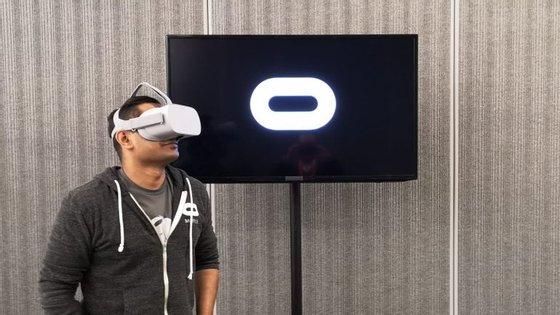 Os Oculus Go são um modelo mais acessível dos Oculus Rift, um dispositivo topo de gama que se liga a um computador e que criou o atual mercado de realidade virtual doméstica