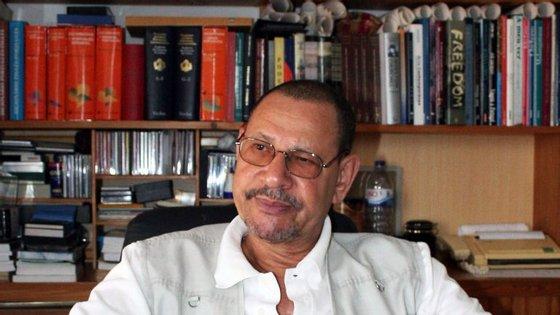 Germano Almeida nasceu em 1945, na ilha da Boavista, em Cabo Verde