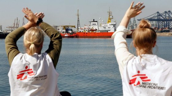 Os Médicos Sem Fronteiras pediram aos Governos do bloco para permitirem os desembarques no porto mais próximo às embarcações de imigrantes
