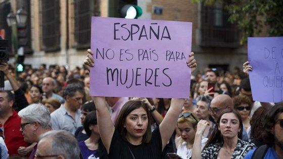 Libertação dos 5 homens está a gerar manifestações de protesto em todo o país