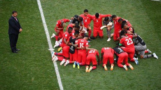 A união dos jogadores do Panamá já depois do final do jogo