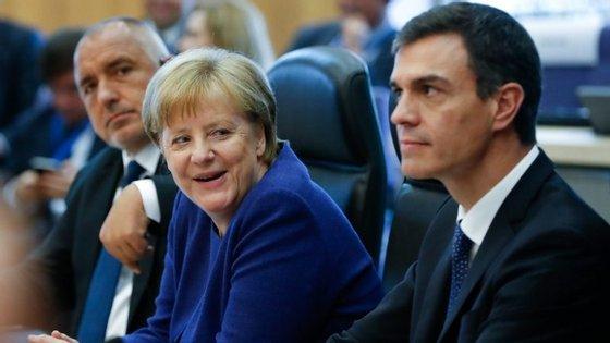 Angela Merkel e Pedro Sánchez em Bruxelas