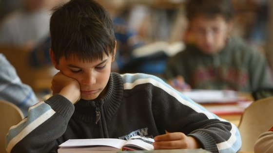 Segundo o acórdão do colégio arbitral, as avaliações dos alunos do 9.º. 11.º e 12.º anos têm de ser lançadas até 5 de julho