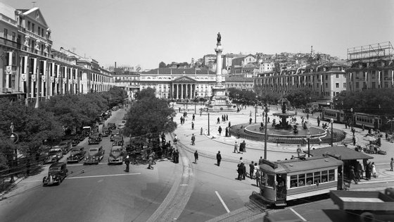 Praça Dom Pedro IV, mais conhecida como Rossio, acolheu os mais célebres cafés de Lisboa