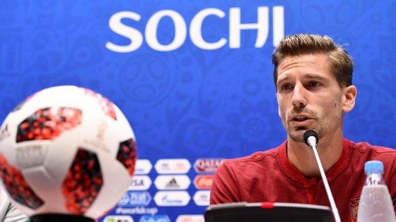 Adrien Silva não falou sobre a possível titularidade, garantindo apenas que quem entrar estará preparado para o Uruguai