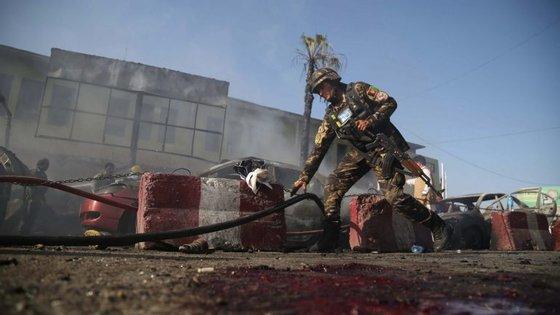 Zona do ataque em Jalalabad, Afeganistão