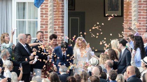 A cerimónia de casamento de Vanessa Paradis e Samuel Benchetrit decorreu no sábado. (Fotografia retirada do Twitter)
