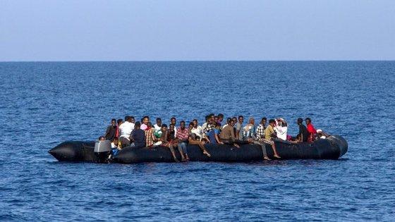 Com a crise de refugiados, aumentam as ofertas das redes de tráfico de imigrantes para a Europa.