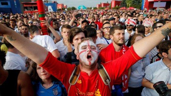 A Inglaterra não estava nas meias-finais de um Mundial desde 1990 e a euforia entre os adeptos tem vindo a crescer