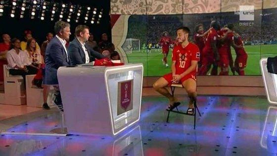 Eden Hazard surgiu ainda equipado no estúdio da televisão belga