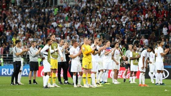 Adeptos ingleses aplaudiram de pé a prestação da equipa dos Três Leões apesar da derrota frente à Croácia
