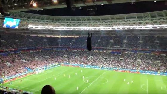 Uma imagem de como os jogadores ingleses tentaram chegar ao 2-2 quando os croatas ainda celebravam o 2-1