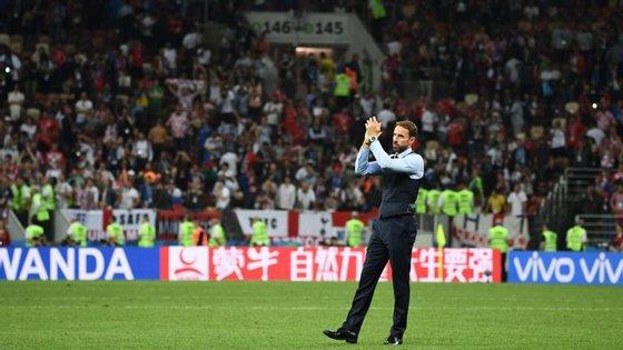 Southgate, no centro do relvado, a agradecer aos adeptos: uma imagem repetida em todos os jogos da Inglaterra no Mundial