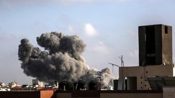 Israel admitiu que fez os maiores ataques aéreos em Gaza desde a campanha de 2014 contra o Hamas