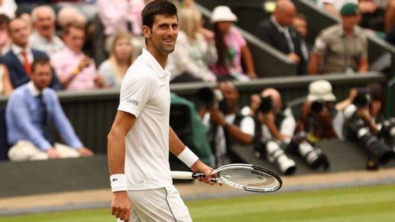 Novak Djokovic discute, este domingo, a final de Wimbledon frente ao sul-africano Kevin Anderson