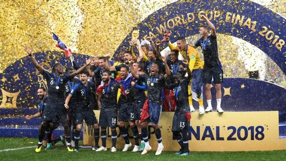 França sagrou-se campeã mundial 20 anos depois. Ponto comum entre conquistas? Didier Deschamps