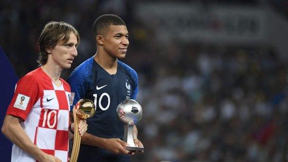 Modric foi o Melhor Jogador, Mbappé ganhou o Melhor Jovem. Ambos são candidatos a Melhor do Ano
