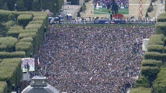 Campos Elísios registaram uma afluência que rondou no início do encontro as 100 mil pessoas