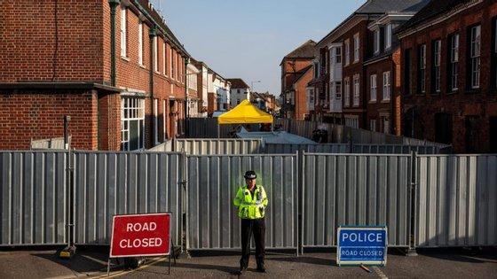 Depois de ter selado o apartamento do casal, a polícia britânica avisou que poderá haver resíduos de Novichoknoutros locais das redondezas.