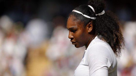 Serena Williams perdeu frente à alemã Angelique Kerber no torneio de Wimbledon.
