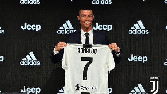 O momento mais aguardado, quase uma semana depois: Ronaldo foi apresentado oficialmente em Turim
