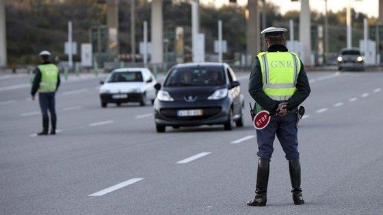 Os estagiários não podem mandar parar carros nos patrulhamentos
