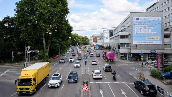 A má qualidade do ar levou Estugarda a banir os diesel anteriores a Setembro de 2009, mas Lisboa, que tem os NOx 50% acima do permitido, continua a permitir a circulação no centro a veículos de 1996
