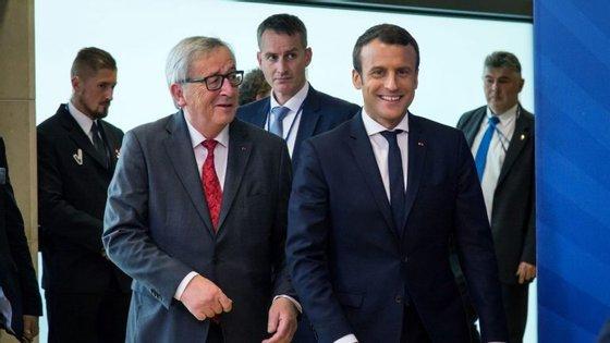 Apesar da crise ciática, Jean-Claude Juncker estava bem disposto e sorridente