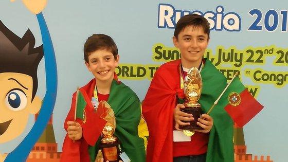 José Miguel Santos (à esquerda) e Liam Canedo (à direita) ficaram em terceiro lugar em cada um dos seus níveis (Foto: ALOHA Portugal)