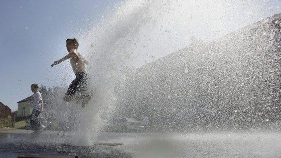 Crianças e idosos são os grupos de risco de exposição ao calor