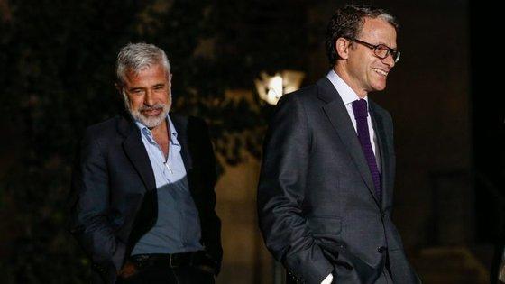 Paulo Dentinho (à esquerda) foi nomeado para um novo mandato como diretor de informação da RTP pelo Conselho de Administração liderado por Gonçalo Reis (à direita)
