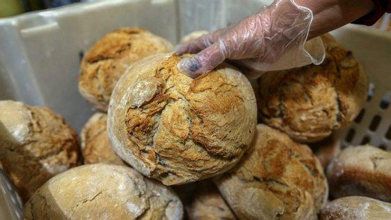 O estudo concluiu que uma dieta com poucos hidratos, comobatatas, pão, arroz, massa e cereais, pode encurtar a esperança média de vida até quatro anos.