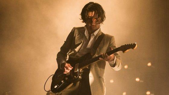 Alex Turner atuou há pouco mais de uma semana no festival português NOS Alive, com a sua banda Arctic Monkeys