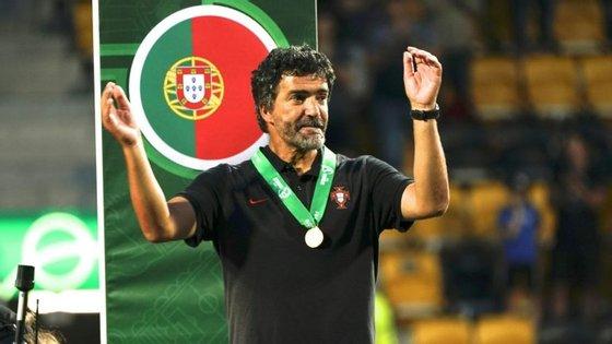 Hélio Sousa, ex-campeão mundial Sub-20 como jogador, conduziu agora uma nova Geração de Ouro nos Europeus Sub-17 e Sub-19