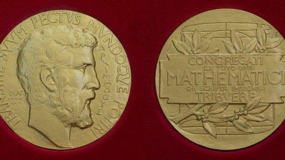"""A Medalha Fields, o """"Nobel da Matemática"""", é atribuída de quatro em quatro anos"""