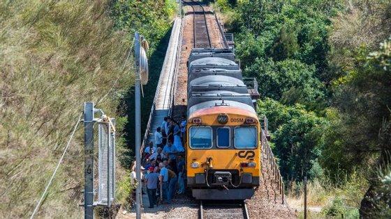 Comboio na linha do Douro, perto do Marco de Canaveses