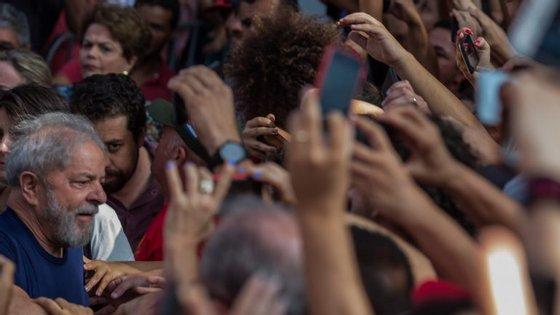 Lula está preso desde abril, mas ainda assim o PT diz que ele é o seu candidato. Presidente do Tribunal Superior Eleitoral diz que ele é inelegível