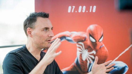 """Jon Paquette é um dos argumentistas de """"Marvel's Spider-Man"""". Depois de ter passado a vida a ler as histórias do super-herói, teve a oportunidade de criar a sua própria versão"""