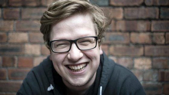 Alex Barnes é designer no estúdio britânico Firesprite, que passou os últimos 8 anos a desenvolver jogos em Realidade Virtual e Aumentada