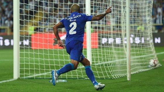 Maxi Pereira apontou o 2-1 e conquistou a segunda Supertaça do seu currículo, a primeira pelos dragões