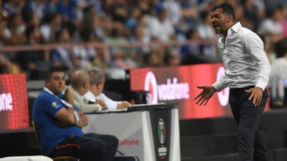 Sérgio Conceição não conteve os protestos após falta não assinalada sobre Herrera