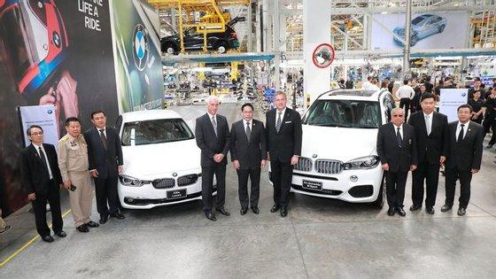 Para poder ser competitiva na China, a BMW passa a importar da Tailândia o antigo X5, em vez da nova geração, fabricada nos EUA e por isso mesmo sujeita a um imposto adicional de 40%