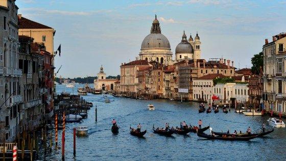 A cidade italiana tem cada vez menos residentes - ao passo que os turistas a chegar a Veneza crescem todos os anos