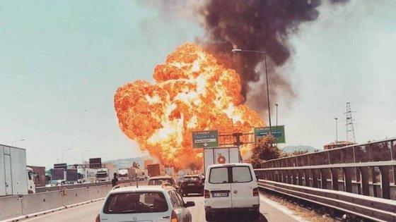Imagem da explosão partilhada no Twitter por um automobilista